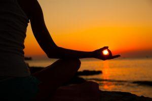Quienes-practican-yoga-van-menos-al-medico